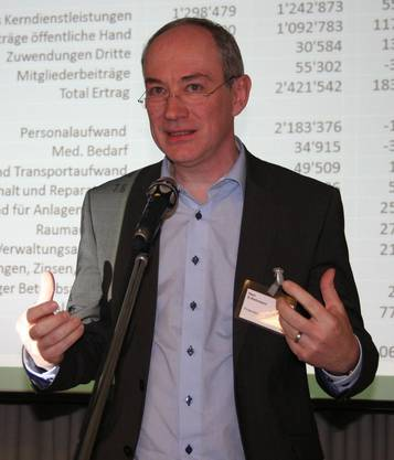 Dominik Rehmann erklärt die Jahresrechnung.