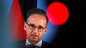 Heiko Maas (SPD), Außenminister, gibt eine Pressekonferenz mit seinem ukrainischen Amtskollegen im Auswärtigen Amt. Die Politiker hatten zuvor ein Gespräch zu bilateralen und internationalen Angelegenheiten geführt. Foto: Fabrizio Bensch/Reuters Pool/dpa