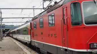 In Frick hält derzeit nur ein Schnellzug pro Stunde in beide Richtungen; der Flugzug Basel–Zürich Flughafen fällt bis Dezember aus.