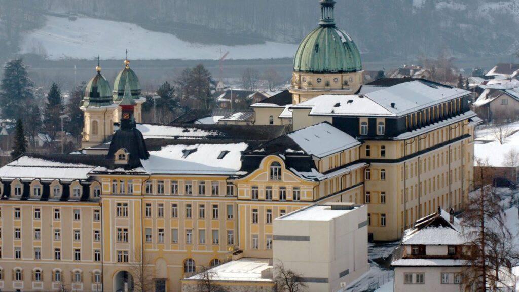 Im Kollegium von Schwyz soll die neue Kantonsschule Innerschwyz untergebracht werden. (Archivaufnahme)