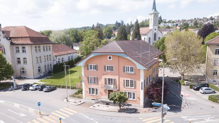 Das «Hotel Waag» soll abgerissen werden. Es würde einem grossen Neubau mit 36 Wohnungen und Restaurant weichen.