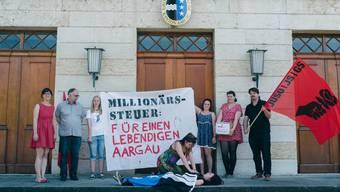 Aktion vor dem Grossratsgebäude in Aarau im vergangenen Jahr: Die Juso will den Aargau wiederbeleben.