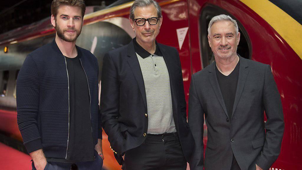 Roland Emmerich - links neben seinen «Independence Day»-Darstellern Liam Hemsworth und Jeff Goldblum - ist privat alles andere als Action-orientiert.
