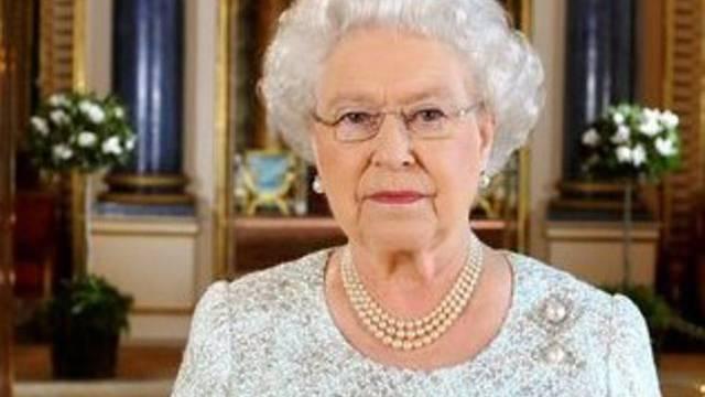 Die Queen erschien ohne Enkel William in der Kirche