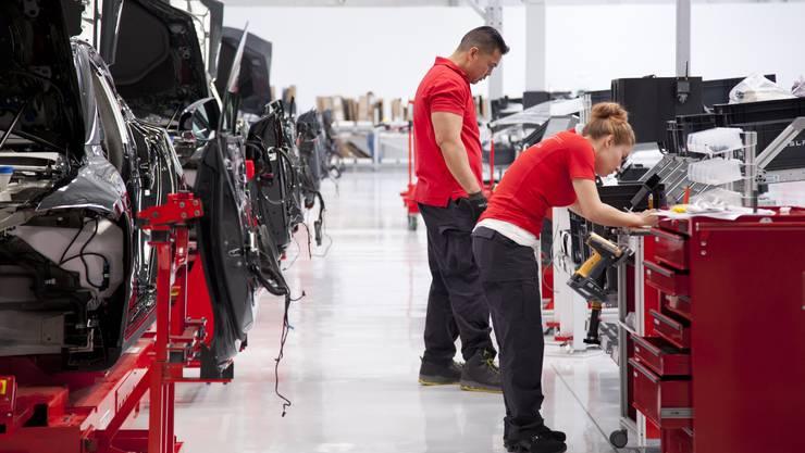 Rund 4'000 Tesla-Mitarbeiter müssen mit einer Entlassung rechnen. (Archivbild)