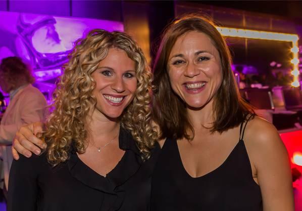 Die Moderatorin und Schauspielerin Susanne Huber (links) mit der Sängerin Emel.