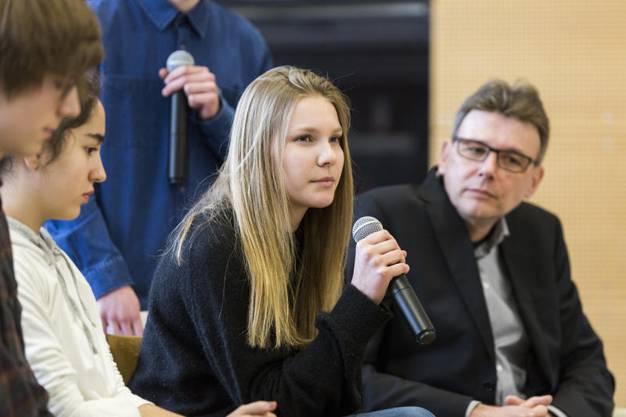 Die Schülerinnen waren auf Augenhöhe mit Politikern wie Dieter Egli.