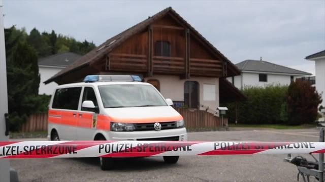 Die Berner Kantonspolizei hat am Donnerstag in Finsterhennen BE ein Haus durchsucht.