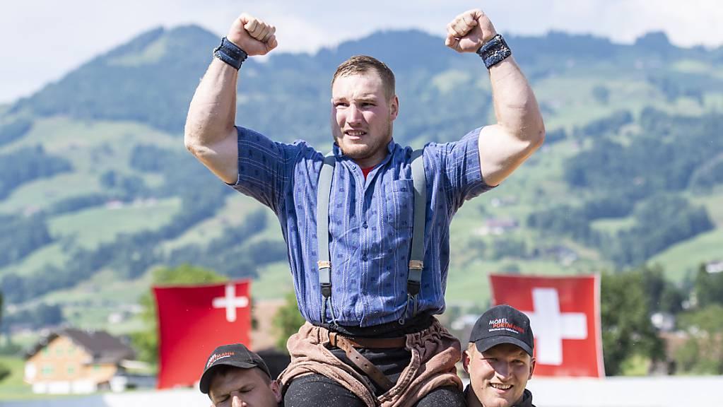 Joel Wicki: Gefeierter Sieger am Stoos-Schwinget