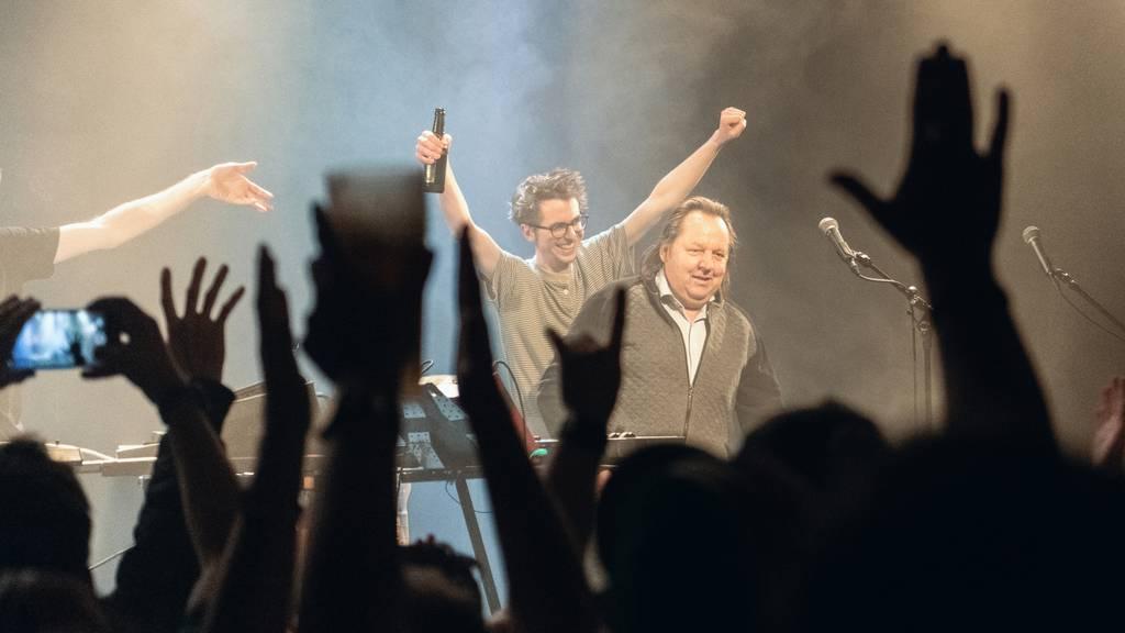 Beat Breu auf der Bühne bei «Dachs»-Konzert