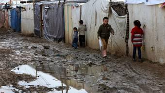 Syrische Flüchtlingskinder leben in den Camps der Nachbarstaaten wie hier im Ostlibanon unter widrigsten Bedingungen.