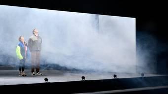 Verloren im Nebel, doch sie haben sich und die Erinnerungen: Karin Pfamatter und Maximilian Reichert.