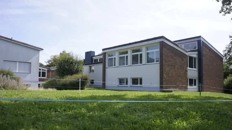 Das Schulhaus soll einen Anbau erhalten. Schulhaus und Turnhalle werden saniert. 2020 wird dafür ein Projektierungskredit fällig.