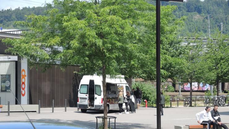 Der Foodtruck auf dem Areal des Campus Brugg-Windisch.