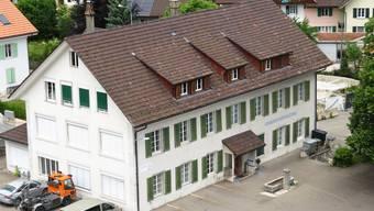 Das Gemeindehaus - noch bevor mit dem Umbau begonnen wurde.