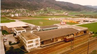 Fast noch allein auf der grünen Wiese stand die Melitta-Fabrik noch in den 1970er Jahren. Im Hintergrund die damalige Waro.