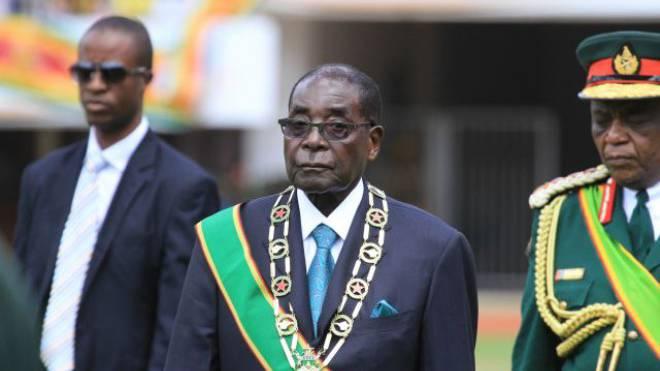 Der simbabwische Diktator Robert Mugabe kontrolliert über Gewährsleute das Tankstellennetz von Sakunda. Foto: Keystone