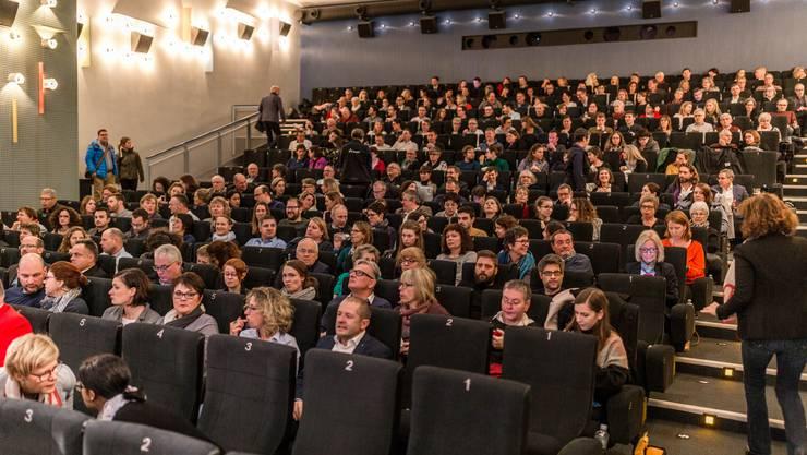 """Vorpremiere der 7. Staffel der SRF-Erfolgsserie """"Der Bestatter"""", die zum Teil in Aarau gedreht wurde, am 26. November 2018 im Kino Ideal in Aarau."""