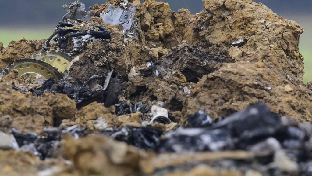 Die Trümmer des am Mittwochmittag bei Besançon in Frankreich abgestürzten F/A-18-Kampfjets.