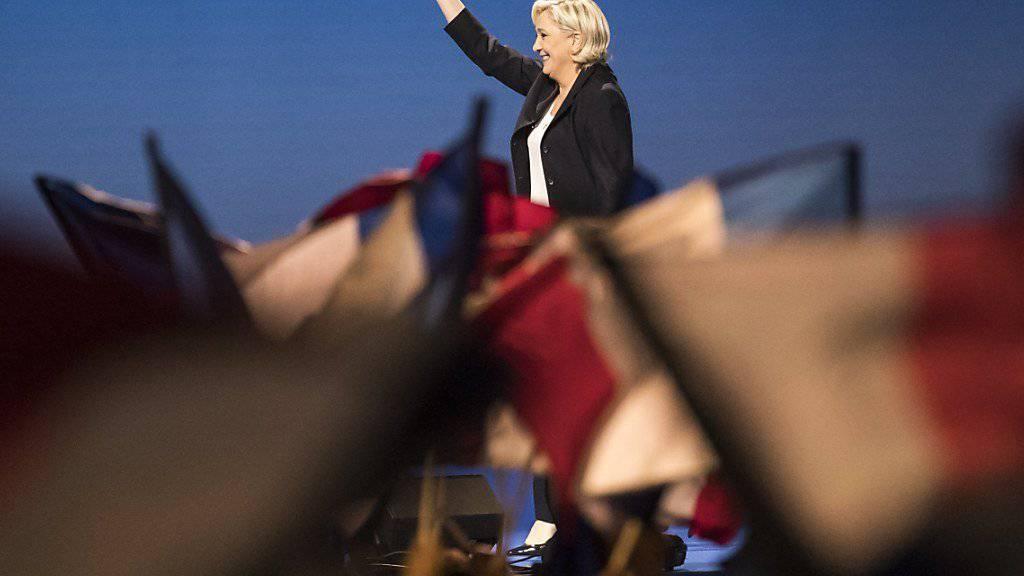Noch sechs Tage bis zur Stichwahl ums Präsidentenamt: In Villepinte dreschte Le Pen verbal auf ihren Konkurrenten Macron ein.