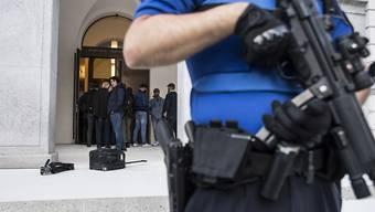"""Die Schweizerinnen und Schweizer fühlen sich sicher und vertrauen den Behörden und Institutionen. Zu diesem Schluss kommt die Studie """"Sicherheit 2018"""". (Symbolbild)"""