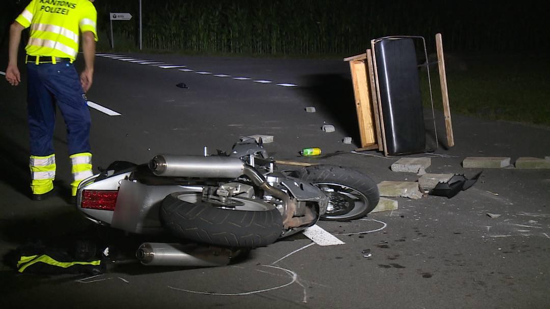 Töff kollidiert mit Pferdekutsche - Töfffahrer schwer verletzt