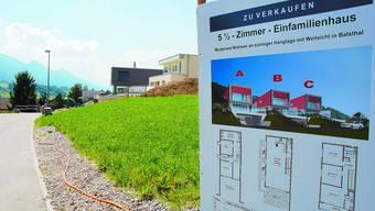 Rege Bautätigkeit Am Klopfackerweg in Balsthal wird eifrig gebaut. Einen Bauboom will man aber mit dem Projekt Wohnthal nicht auslösen. Die Belebung der Ortskerne und die Ausnutzung der bestehenden Immobilien ist primäres Ziel. (Bild: Alois Winiger)