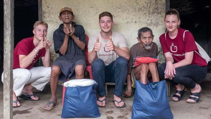 Aurel (links), Mirko (Mitte) und Vivienne (rechts) haben die einheimische Bevölkerung mit Paketen unterstützt.