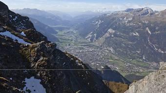 Oberhalb von Chur rumpeln die Steine ins Scaläratobel. Womöglich ereignete sich ein erneuter Felssturz am 2266 Meter hohen Montalin (Bildvordergrund).