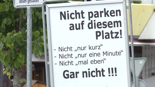 """Hinweistafeln mal anders: """"Hier wirklich nicht parkieren"""""""