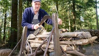 Otto Heinzelmann stellt Holzwellen her