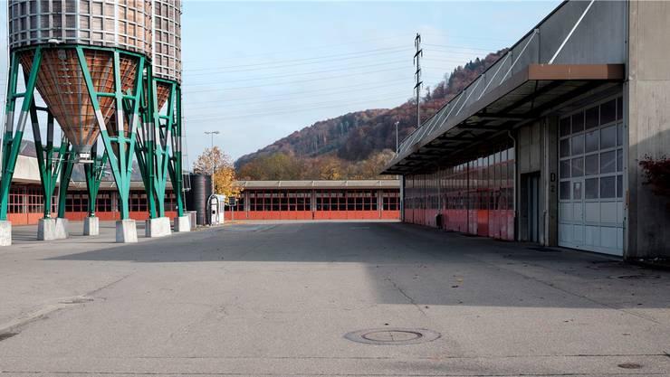 Ehemaliger A3-Werkhof in Frick. Hier kommen im Jahr 2016 Wohncontainer in die Hallen.