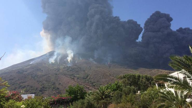 Der Vulkan Stromboli bei einem Ausbruch Ende August 2019. (Archivbild)