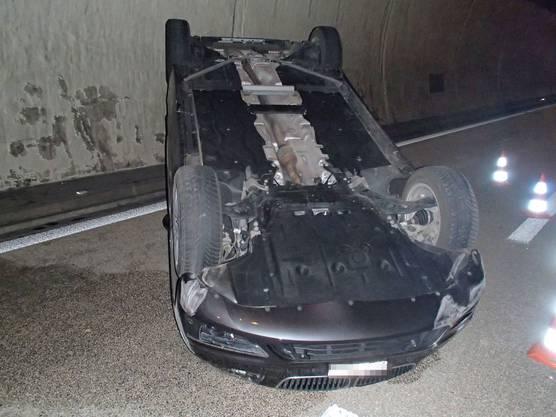 Bei einem Überholmanöver überschlug sich dieser BMW. Die 77-jährige Lenkerin wurde ins Spital gebracht.