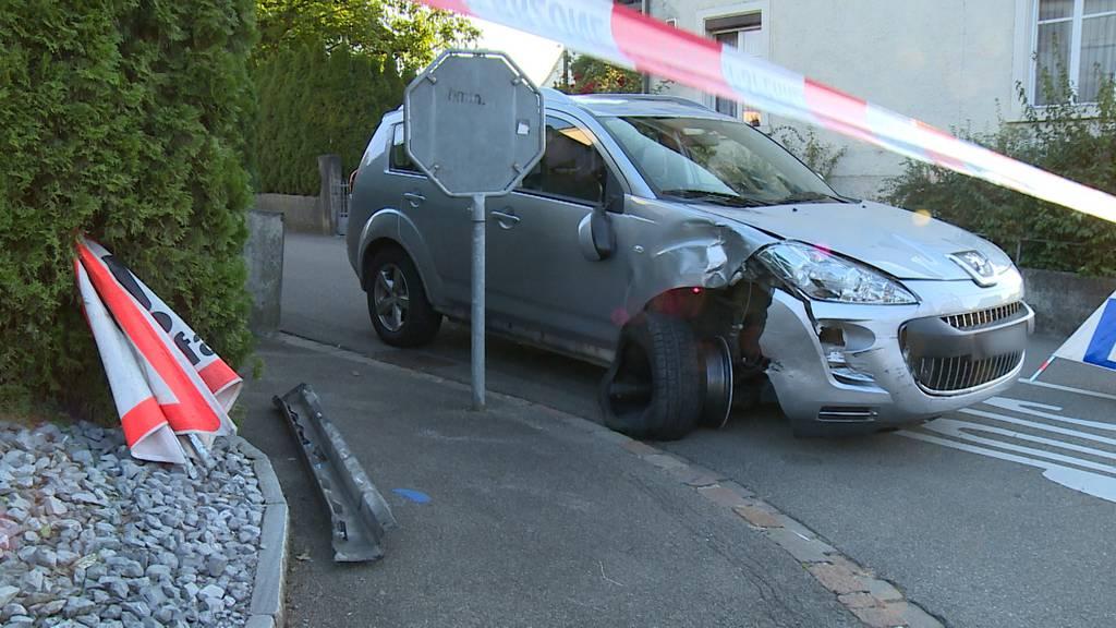Amriswil (TG): Mann verletzt zwei Velofahrerinnen teilweise schwer, stiehlt Auto und flüchtet