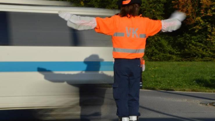 Ein Verkehrskadett der VKA-Albis wurde von einem Aurofahrer absichtlich verletzt. (Symbolbild)