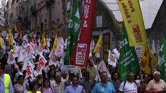 Staatsangestellte protestieren in den Strassen von Lissabon