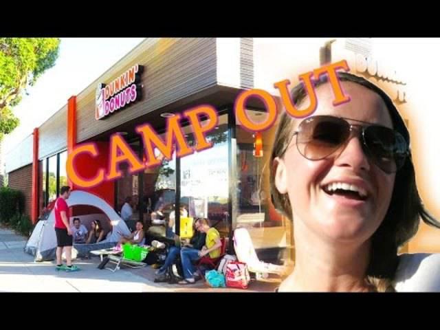 15 Stunden warten auf «Dunkin' Donuts» – das Video von Jenna Ezarik in voller Länge.