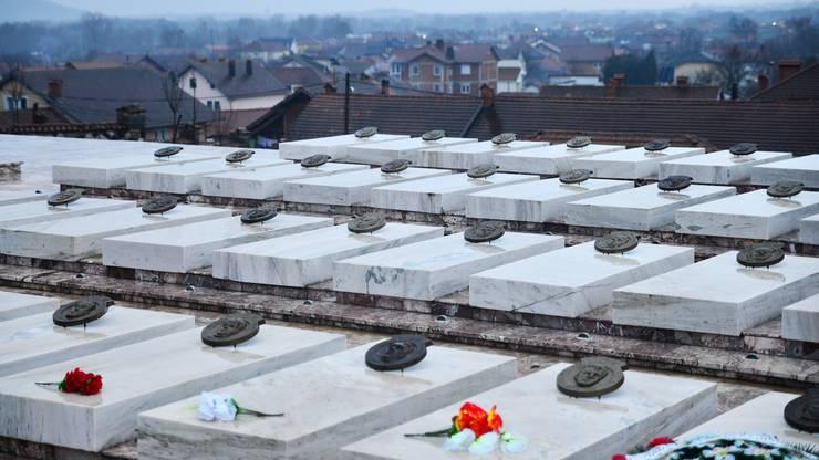 Auf dem Friedhof im westkosovarischen Dorf Gllogjan, der Heimat von Premierminister Ramush Haradinaj, liegen viele gefallene UCK-Kämpfer begraben.