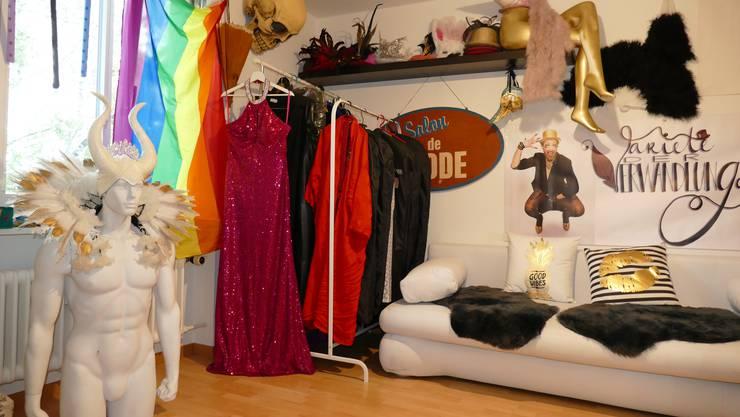 Im Atelier von Jeffrey, wo er all seine Sachen für seine Kunstfigur Jeff van Phil aufbewahrt.