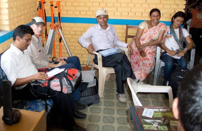 Der Leiter des Alters- und Gesundheitszentrums in Dietikon hat viele Freunde in dieser nepalesischen Region, die nur 40 km vom Epizentrum des Bebens entfernt liegt, welches das Land Ende April erschütterte. Wie es ihnen geht, kann er nicht sagen, denn zurzeit sind alle Verbindungen abgebrochen.