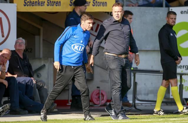 Aarau-Chefcoach Patrick Rahmen (rechts) im Austausch mit Konditionstrainer Norbert Fischer, der für die Spieler das Home-Office-Programm zusammengestellt hat (siehe Text unten)