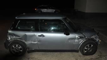 Das Auto wurde stark beschädigt.