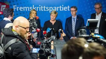 Sie hat genug vom angeblichen Kuschelkurs der norwegischen Regierung gegenüber einer jungen Syrien-Rückkehrerin: Siv Jensen (Mitte) hat mit ihrer rechten Fortschrittspartei die norwegische Regierungskoalition verlassen. (Bild: Keystone)