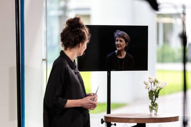 Das Eröffungsgespräch mit Bundesrätin Simonetta Somaruga und Schriftstellerin Simone Lappert findet online statt