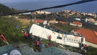 Das Unglück ereignete sich dem örtlichen Zivilschutz zufolge gegen 18.30 Uhr in der östlich von Funchal gelegenen Gemeinde Caniço.