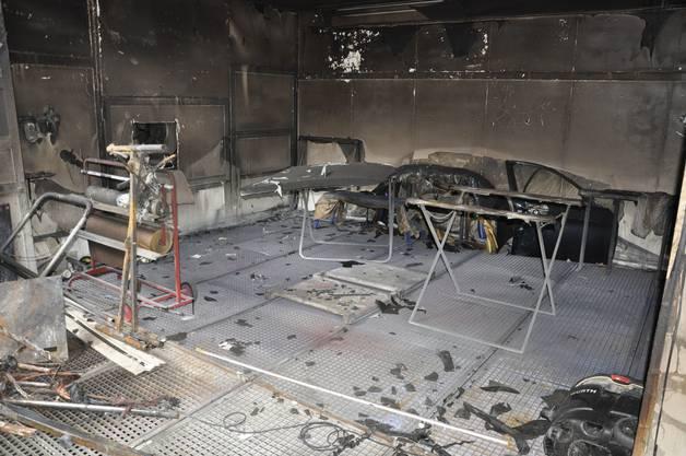 Die Brandursache wird derzeit von den Spezialisten der Kantonspolizei ermittelt.