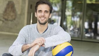 Samuel Ehrat verdient sein Geld mit Volleyball, studiert aber nebenbei in Zürich Politik und Geschichte.