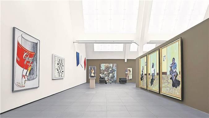Grosszügig inszeniert: Gesamtansicht mit Werken von Warhol, Bacon, Kelly.