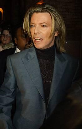 David Bowie (1947–2016): Vom Sänger ist bekannt, dass er Sex mit zwei Minderjährigen hatte. Bowie war damals 26 Jahre alt. Zu einer Anklage kam es nicht.